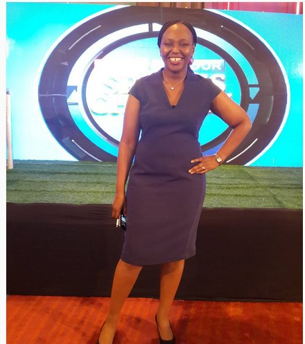 cAROL rADULL - Here Are The Celebrities Who Look Absolutely Gorgeous In Dresses Compared To Trousers