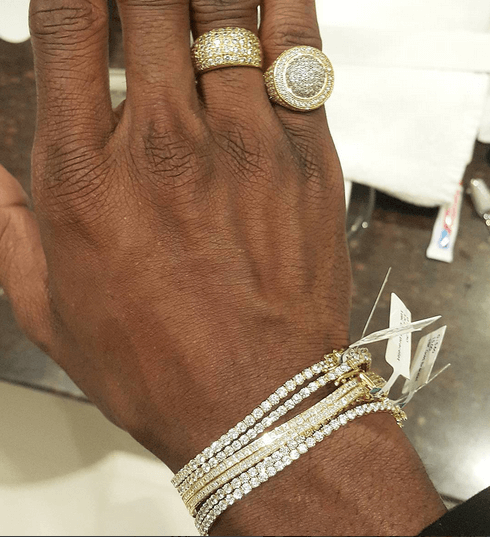 diamond platnumz - Diamond Shows Off His Ksh 7m Worth Of Jewelry (PHOTOS)