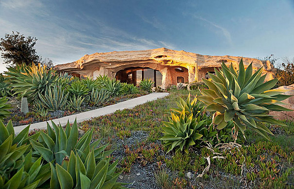 Flintsone Malibu 1 - 6 Unusual Houses That You'll Die For [Photos]