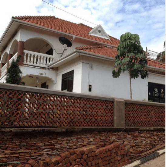 jose h - Ugandan king! Jose Chameleone shows off his mansion (PHOTOS)