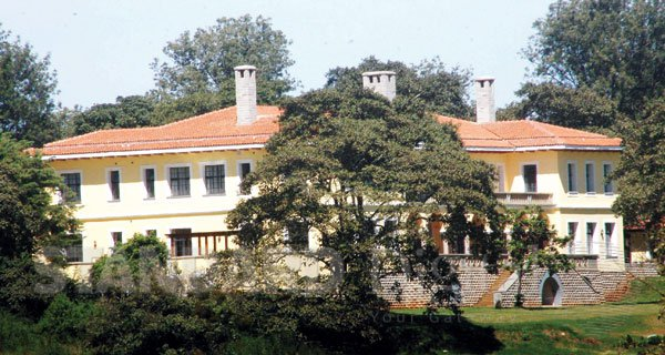 Kibaki Mwai - From William Ruto To Aden Duale, Politicians Who Own Expensive Homes