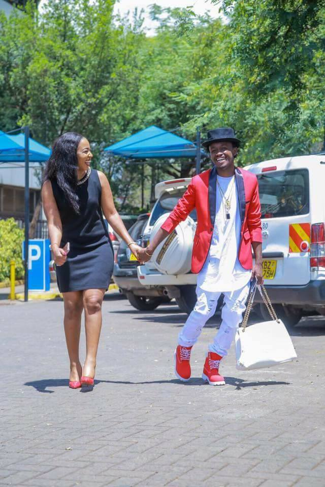 20229331 1911798185741456 5745757684499223700 n - Chivalry or nah! Personalities Carrying Handbags For The Women In Their Lives