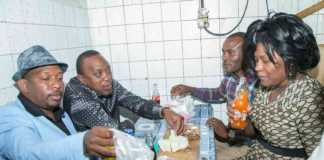 President Uhuru Kenyatta shares a meal of Nyama Choma with Nairobi leaders. Photo / THE STAR