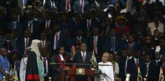 President Uhuru Kenyatta takes his oath of office for a second term at Kasarani stadium in Nairobi, November 28, 2017. /MONICAH MWANGI