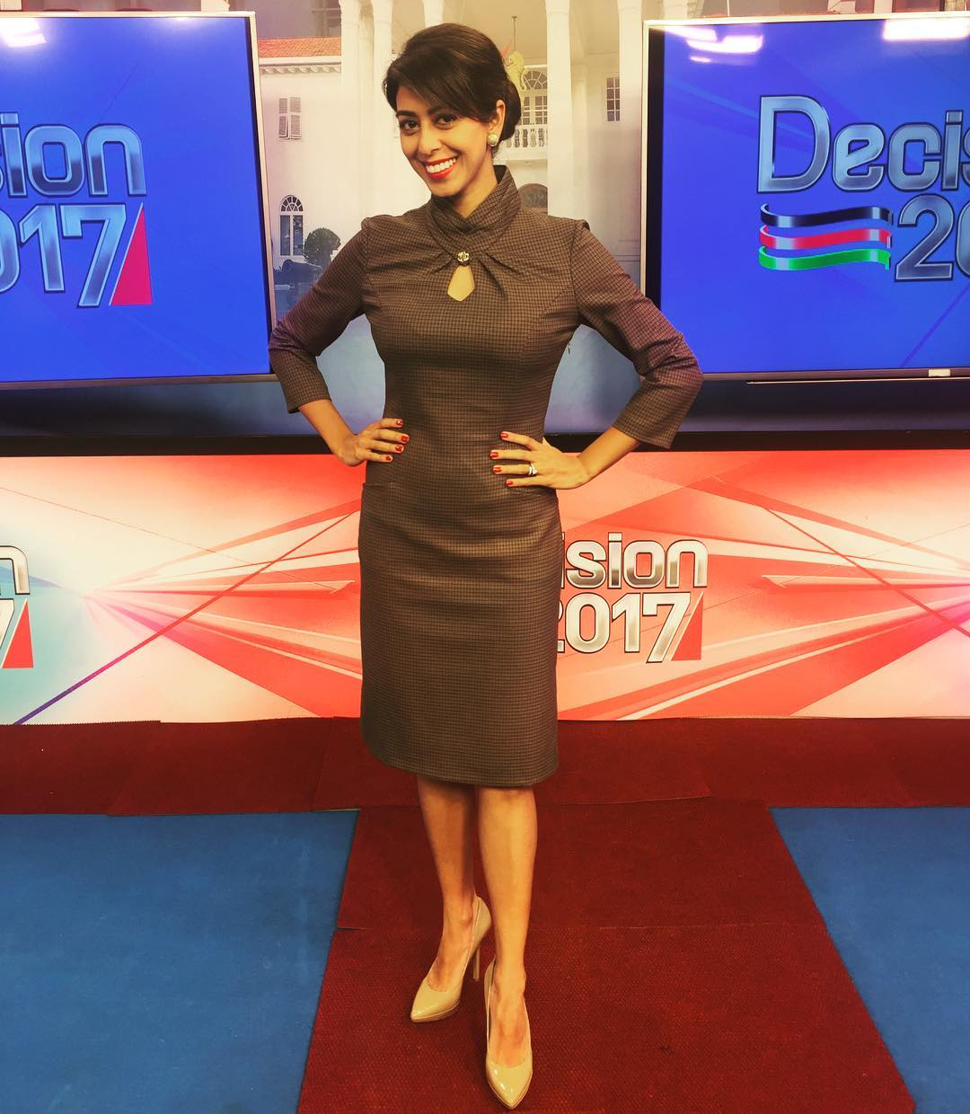 smiriti - Beauty And Brains! Here Are The 25 Top News Anchors Of 2017