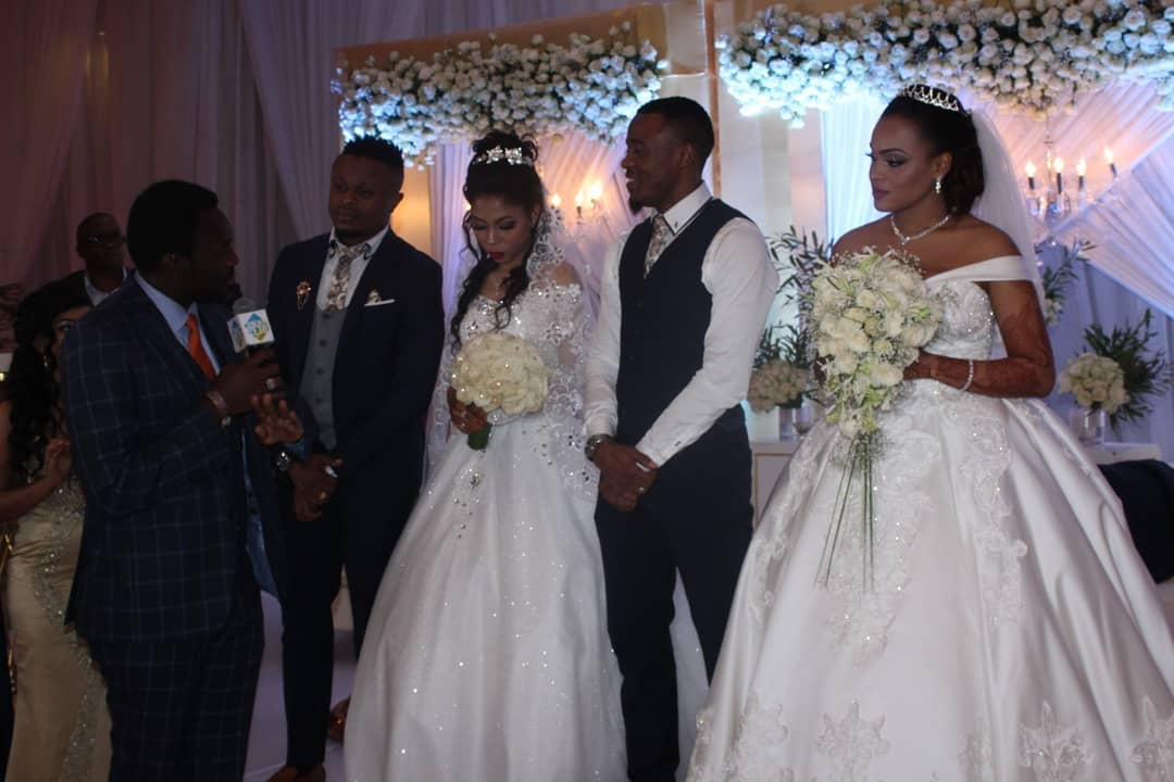Ali Kiba and his brother with their wives