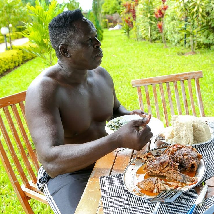 Akothee sec - Meet the man who protects Akothee from being grabbed by Team Mafisi (Photos)