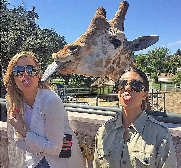 kourtney-khloe-kardashian-giraffe-tongue-instgram-071115