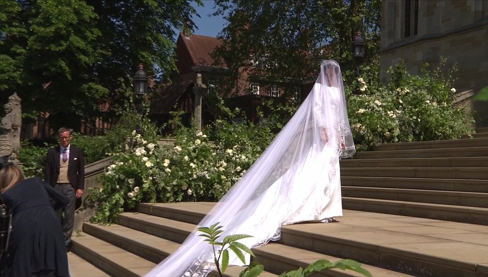 meghan wedding dress