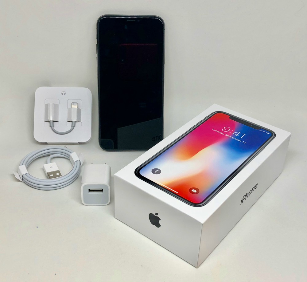 Apple iPhone X packaging and accessories 8137 - Threesome na twin wake! – Kenyan men reveal Valentine's Day desires