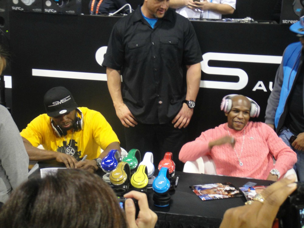 CES 2012   SMS Audio   50 Cent and boxer Floyd Mayweather sign for fans - Did Gucci 'racist' gaffe revive 50 Cent, Mayweather beef?