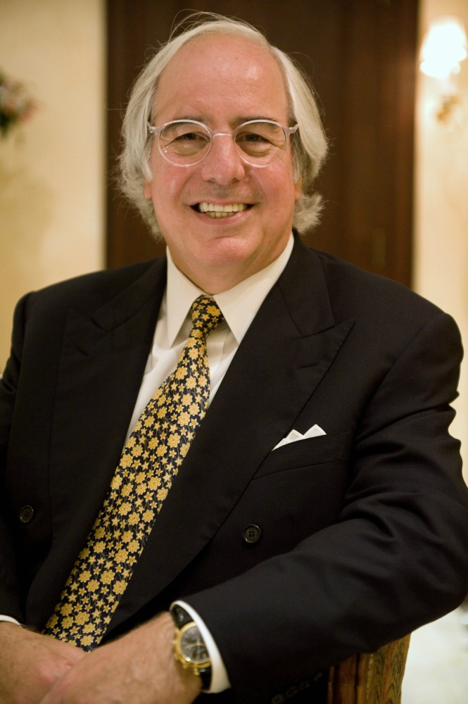 Frank W. Abagnale in 20081 - Fake President Uhuru kando! Here are the greatest cons of all time