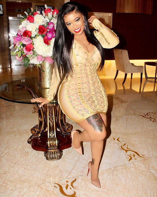 VERA SIDIKA 2 - Plus size instagramers who are not afraid to show off their bodies