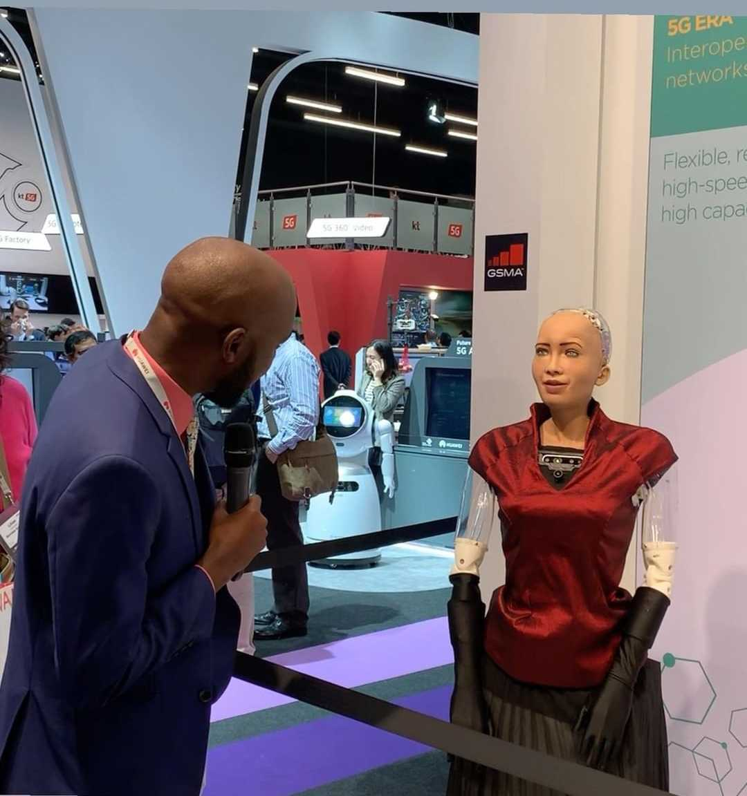 larry proposing1 e1551153439501 - Larry Madowo 'finds love' in a robot, pops the question