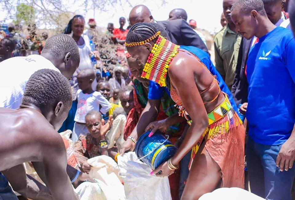 54400055 2322852624449011 8882945485795491840 n - Abarikiwe! Akothee praised after donating food to hunger stricken Kenyans in Turkana