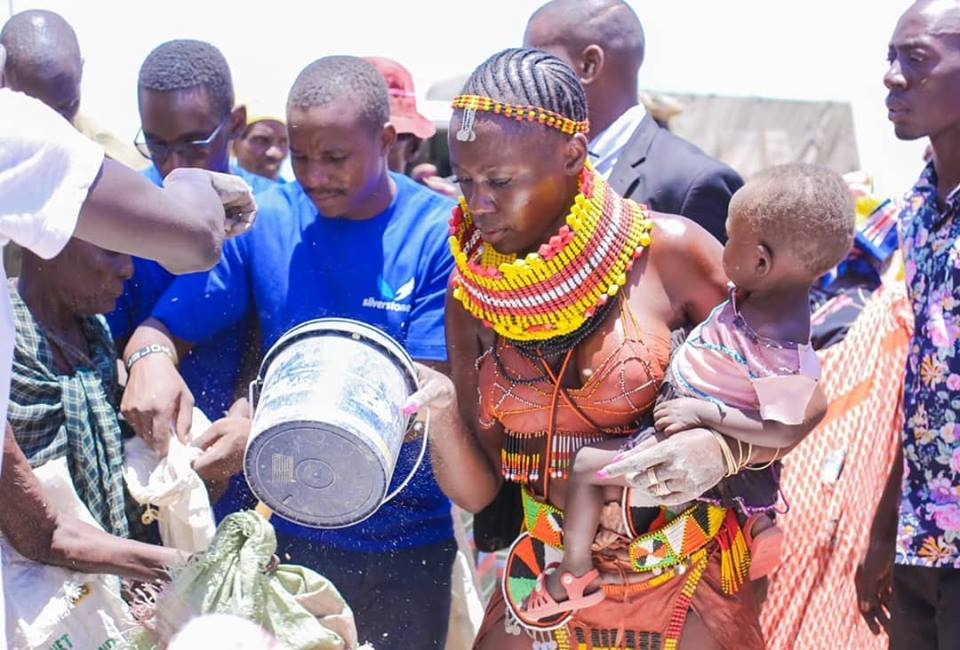 55476642 2322852041115736 4740104239202697216 n - Abarikiwe! Akothee praised after donating food to hunger stricken Kenyans in Turkana