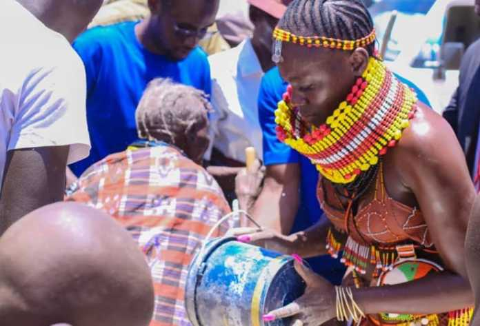 Akothee donating foodstuffs in Turkana