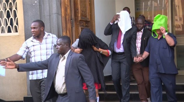 D2CCAmAX4AAGfcl - Watajua hawajui! Suspects who were arrested for 20M fake dollars at Barclays