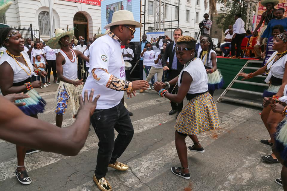 57194571 2312600912111577 5019032119918198784 n - Pesa otas! Governor Mike Sonko's gold shoes causes a stir online