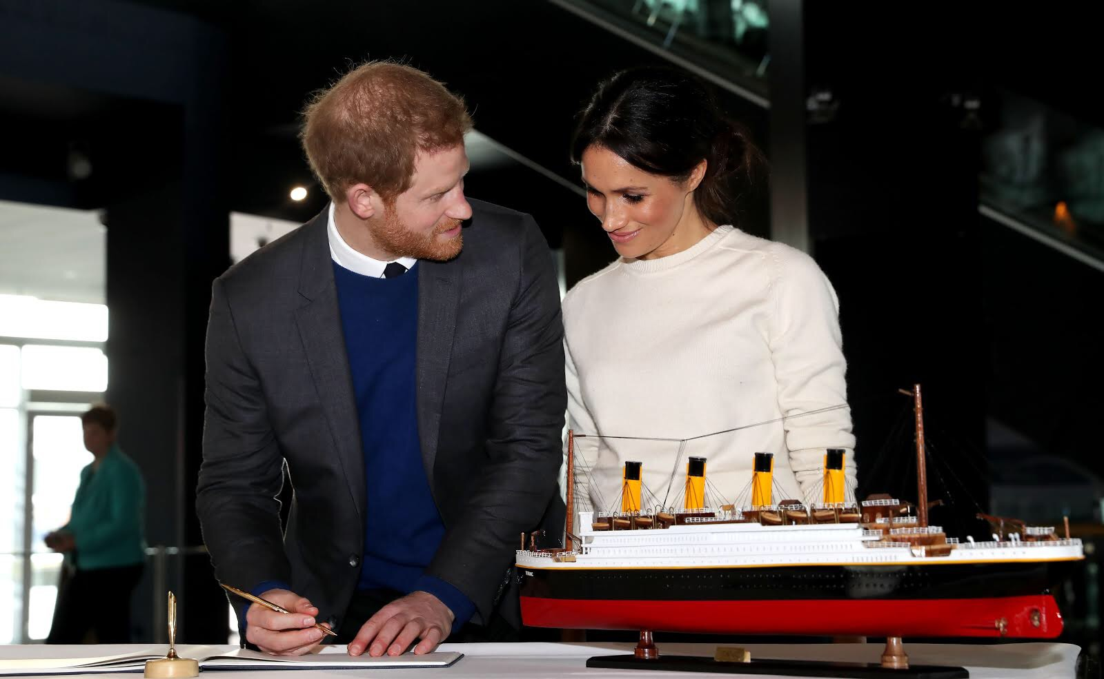Prince_Harry_and_Ms._Markle_visit_Titanic_Belfast_40264182784