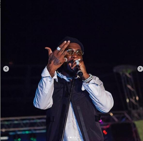 Screenshot from 2019 04 01 07 24 29 - Thie Ukiumaga! Burna Boy kicks fan who tried to steal his expensive ring in Zambia (Video)
