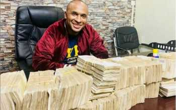 Zaheer Jhanda posing with money 350x219 - Wololo! Zaheer Jhanda mentioned in Dubai gold scandal flaunts millions in dollars