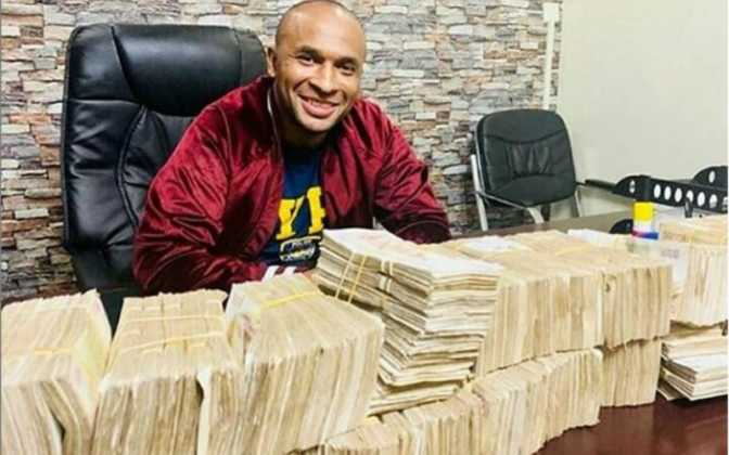 Zaheer Jhanda posing with money 672x420 - From Luhya to Maasai: Kenyan tribes with handsome men