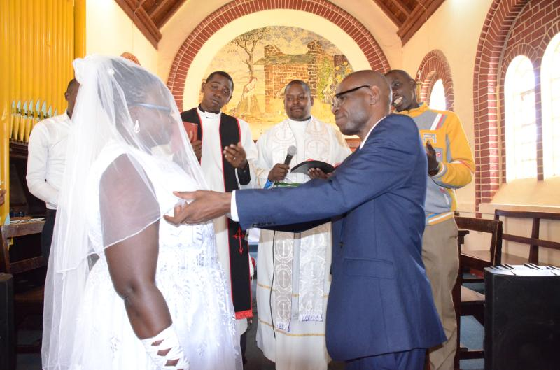 deaf couple1 - Love has no boundaries! Deaf couple ties the knot in Kitale