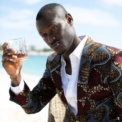 feed king remy martin 10 - Priceless vacay! King Kaka paints Paris red