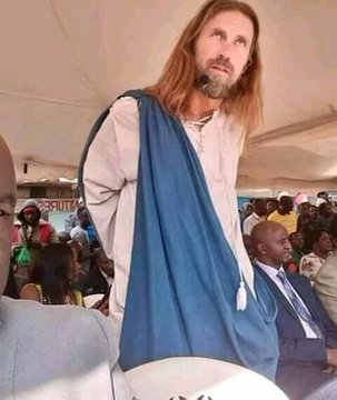 EAkxRYXXYAAA4 4 - Kenyan women go berserk with joy after 'Jesus' was spotted in Kiserian