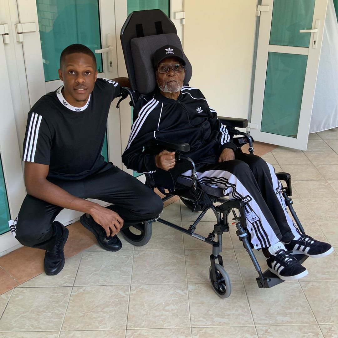 Robert Mugabe with son - Lala salama! Here's the last photo of Robert Mugabe before he died
