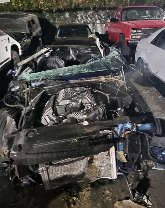 EDbF4eZUcAAVHbZ - Pray for him! Comedian Kevin Hart involved in a gruesome accident