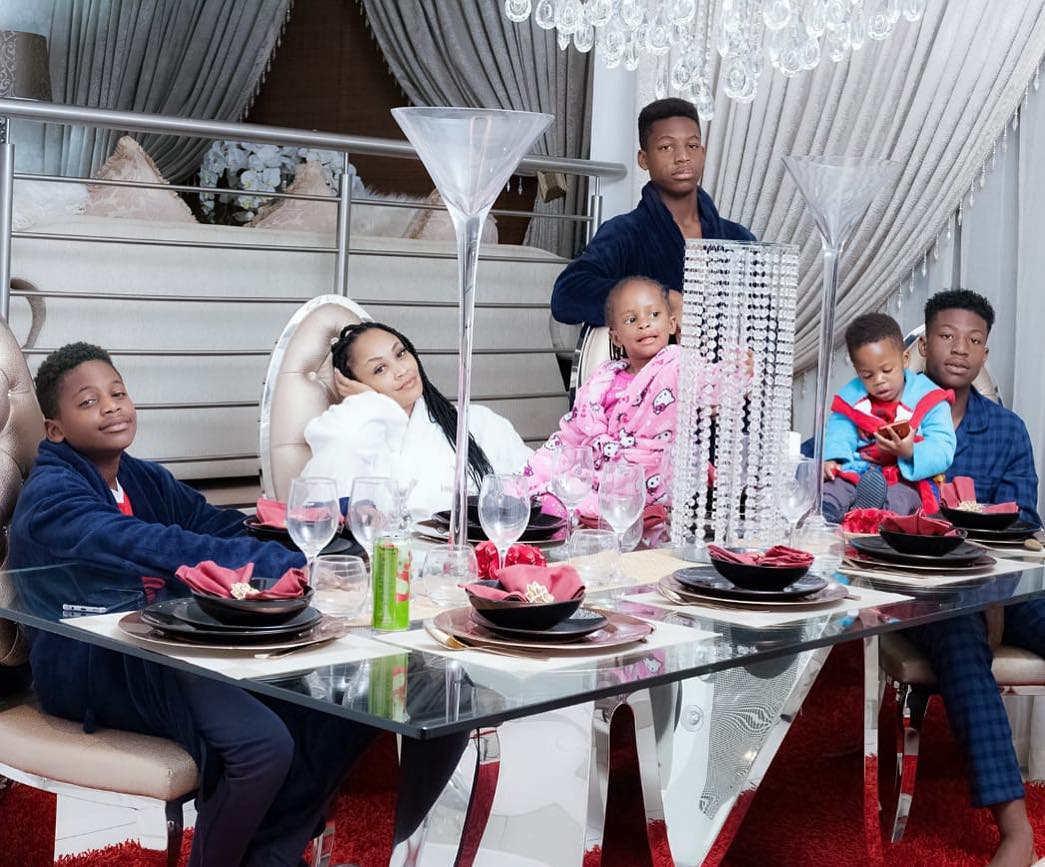 zari-with-lovely-family