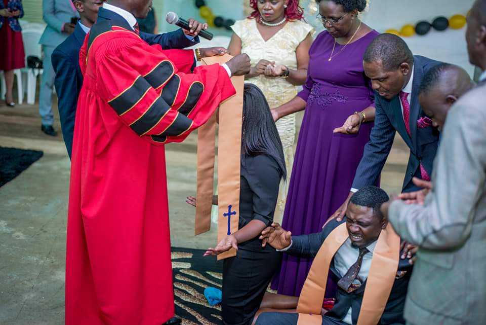 FB IMG 1580478929062 - Photos of Ruth Matete's hubby falling on church make rounds