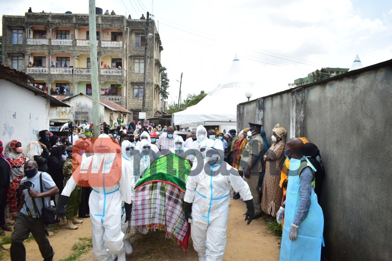 Photos from the 30-minute burial of former Changamwe MP Ramadhan Kajembe